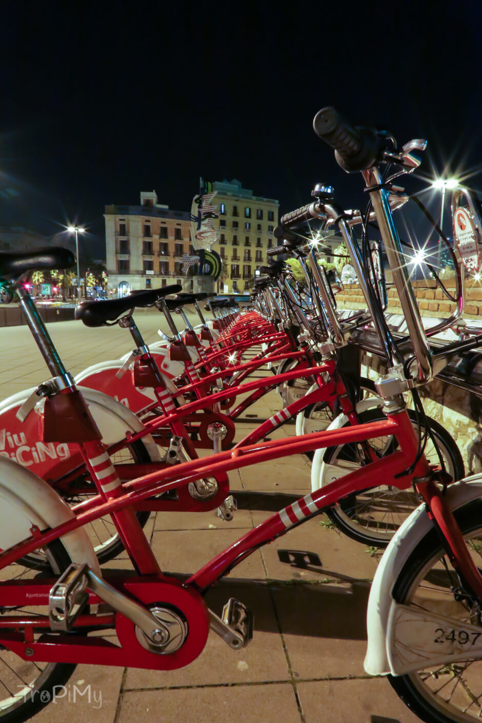 Barcelona, miejskie rowery by night