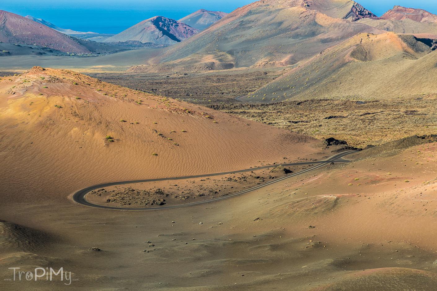 Park Narodowy Timanfaya na Lanzarote - droga wśród wulkanów